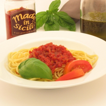Sauce of fresh tomatoes and basil