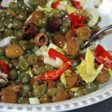 Capers in oil flavoured with aromatic plants